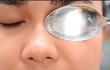 Cold-spoons-can-get-rid-of-puffy-eyes-fast