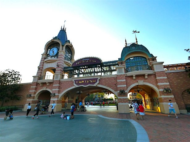 disneyland-shanghai-entrance-gate
